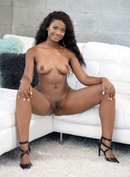 Sweet ebony cutie Peyton gets her..